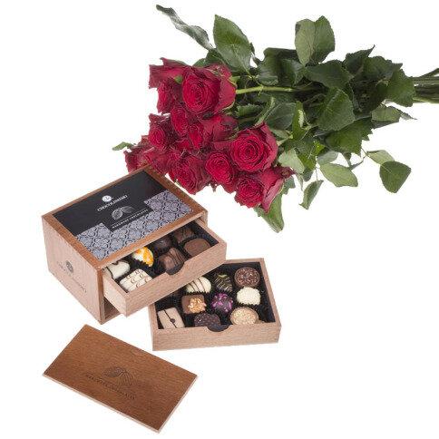 Rosenstrauß und 'Chocolaterie'
