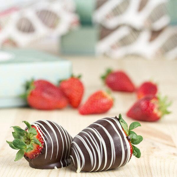 erdbeeren in zartbitterschokolade frische erdbeeren in. Black Bedroom Furniture Sets. Home Design Ideas